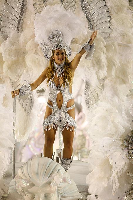 фото на карнавале без трусов